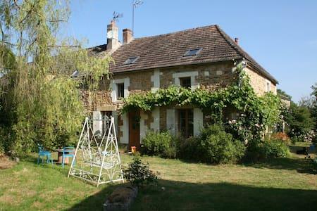 Chaleureuse maison proche Guédelon - Saints-en-Puisaye - Talo