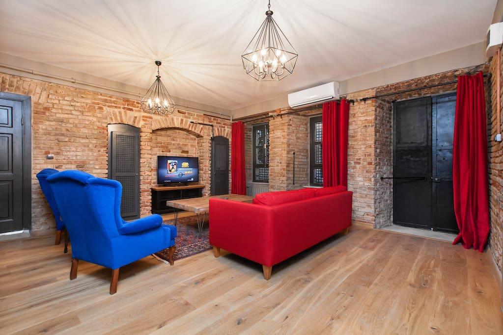 Studio w private Jacuzzi-living area