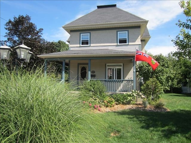 Century Home in Niagara near Jordan - Lincoln