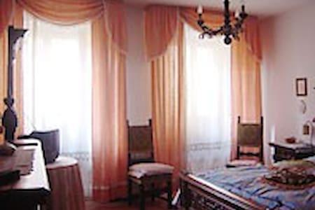 affittasi stanza o appartamento - Wohnung