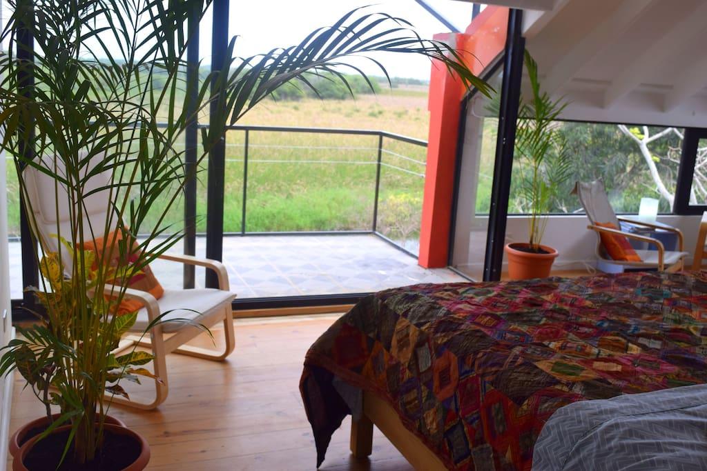 Best laguna views from 3rd floor queen bedroom