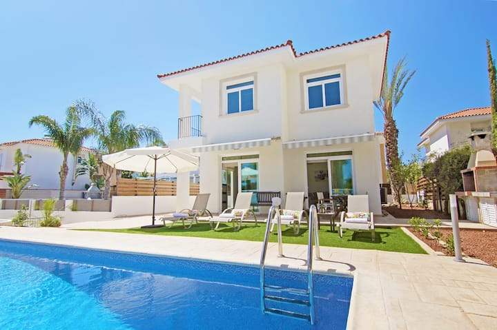 Celine -3 bedroom villa in Protaras by the sea