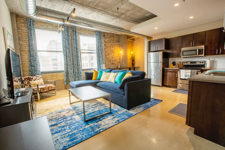 Industrial Modern 1 BR Apt in Downtown Minneapolis