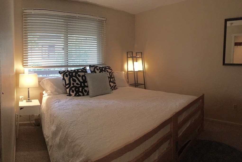Room with king bed configuration