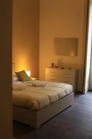 Splendida camera Tripla al centro  - Catania - Departamento