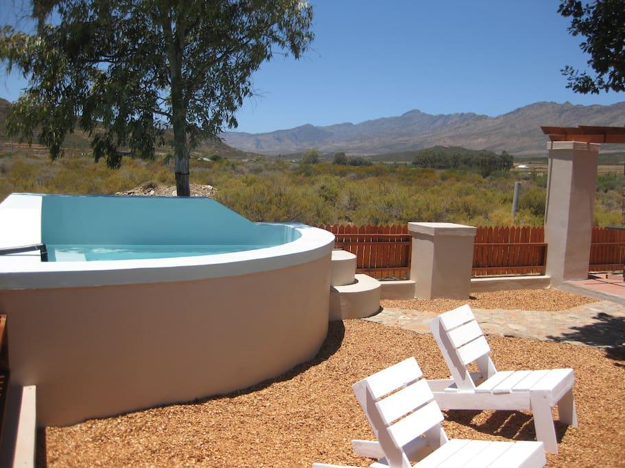 Nice splash pool to cool down in..ahhh