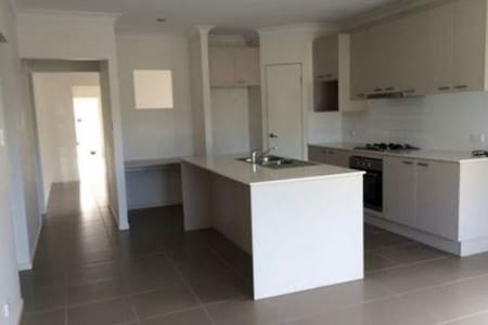 Modern 4 BDR house close to beach and major shops - Rothwell - 独立屋