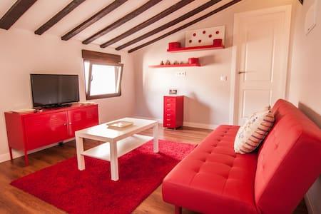 Casa roja en casco historico XVI - Toledo