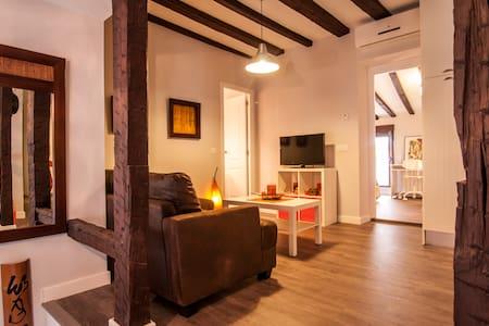 Casa naranja en casco histórico XVI - Toledo