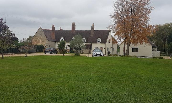 "Cosy Retreat "" 2 Orchard Nursery Long Marston"""