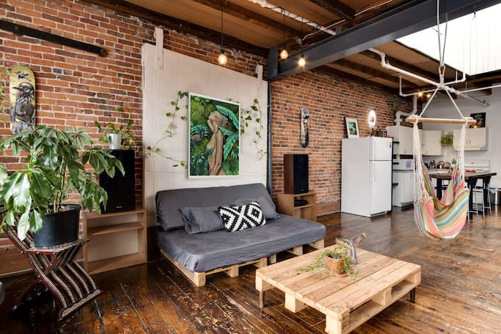 ARTIST LOFT in the heart of Montreal Old Port
