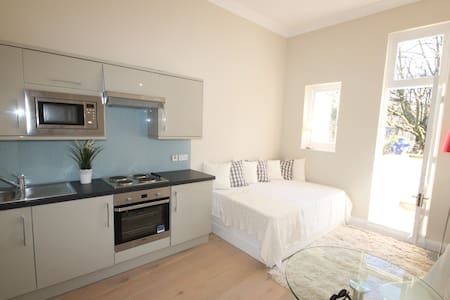 Bright Studio in Earls Court PG6