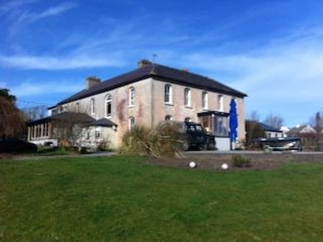 Grove House. Georgian House, West Cork, Ireland - Schull