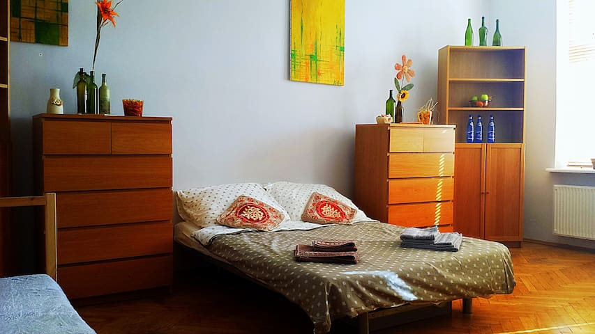 Spacious Room 2 mins from Main Railway Station! - Kraków - Appartement
