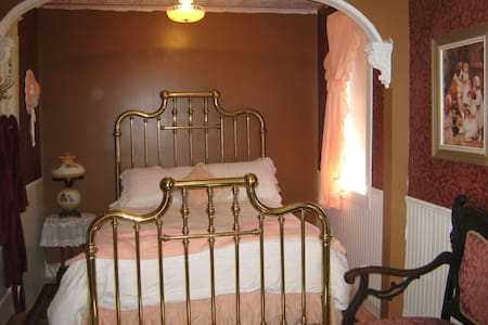 The Balcony Room (with breakfast) - Moose Jaw - Bed & Breakfast