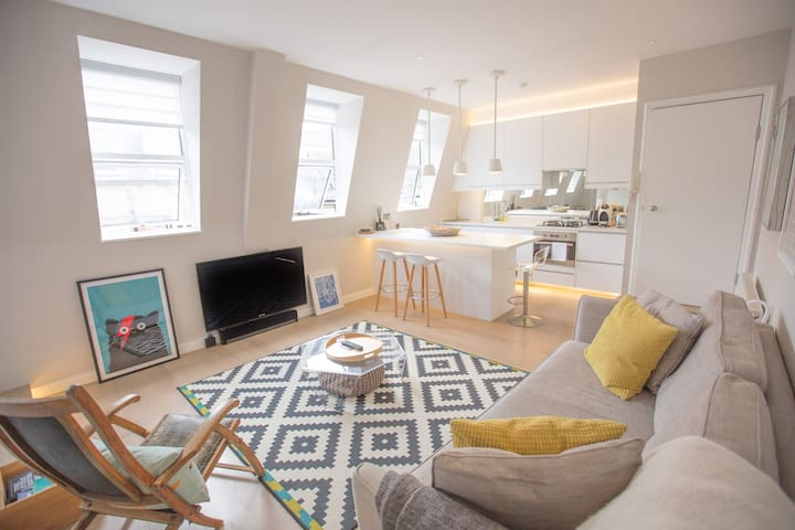 Modern Bright Apartment on Kensington High Street