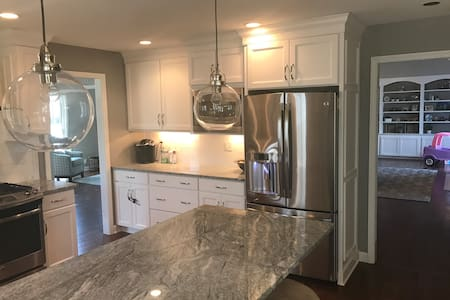 Perfect Derby rental 6 MILES from Track - Louisville - Haus