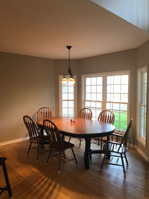 breakfast nook/dining room