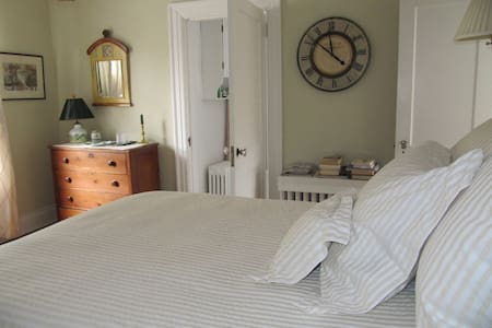 Walk to UVA Football - Guestroom with Double Bed - Charlottesville