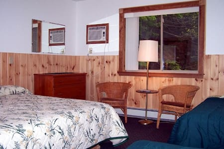 2 bedroom chalet apt. w/fireplace - Big Indian