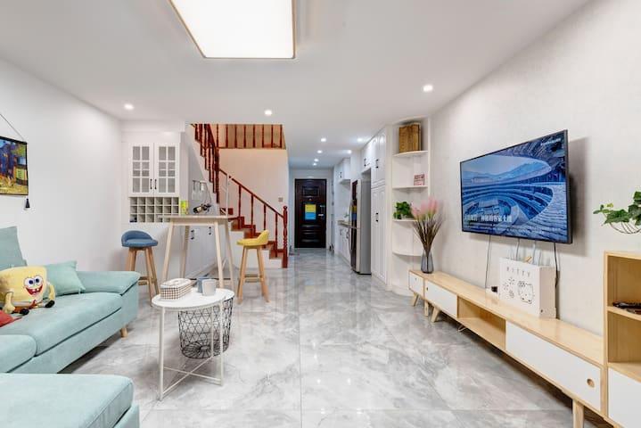牡丹广场地铁站万达商圈云峰恋家复式公寓