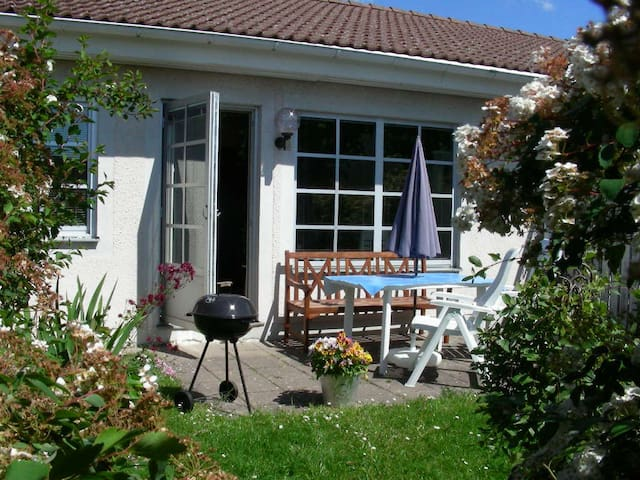 2 Room Terrace-house w Sunny Patio - Visby - Apartamento