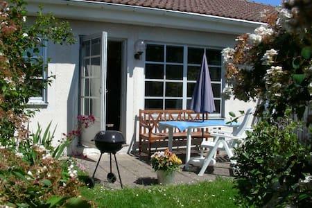 Radhustvåa med solig utelats - Visby