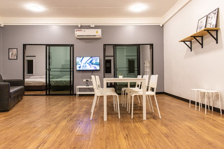 U4 Large 2 bed rooms 100m. BTS, Can leave luggage