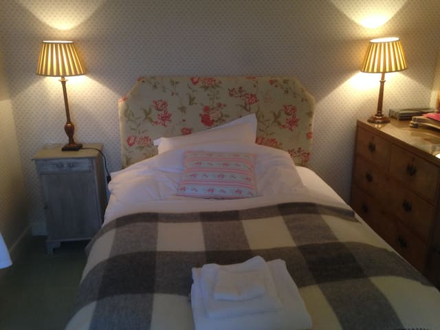 Queen size bed, shower/rm ensuite - Stamford - Bed & Breakfast
