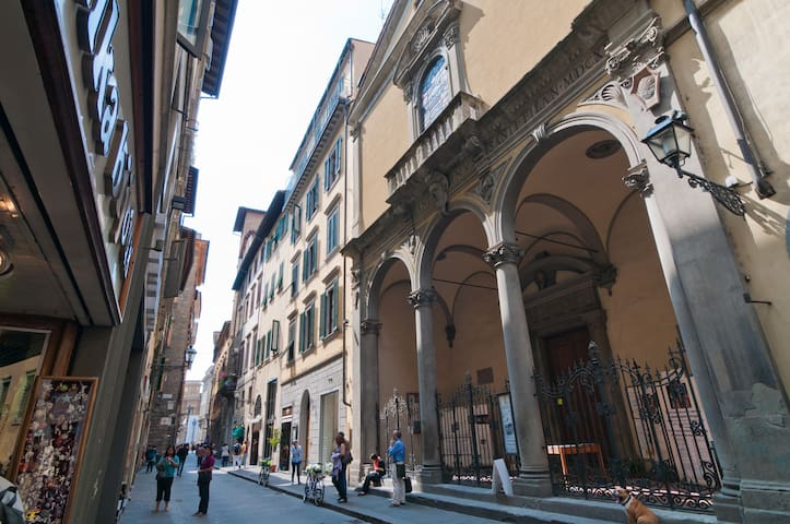Via del Corso - Santa Maria de' Ricci church - next door