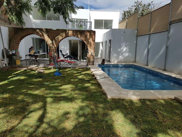 Hermosa residencia, con Alberca templada privada!