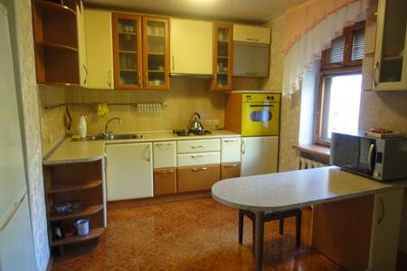 lovely apartment studio 3 bedroom - Dnipropetrowsk - Wohnung