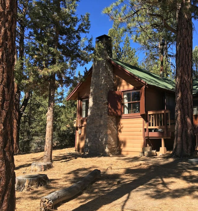 Secluded goldilocks cabin cottages for rent in big bear for Cabin for rent in big bear ca