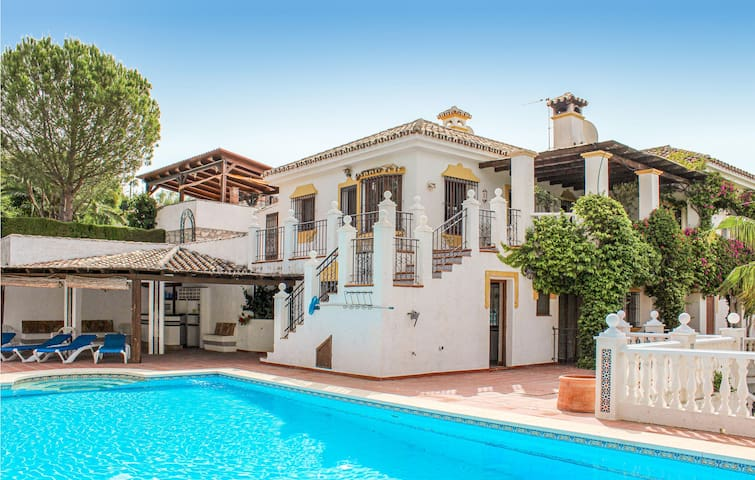 Holiday cottage with 5 bedrooms on 237m² in Mijas