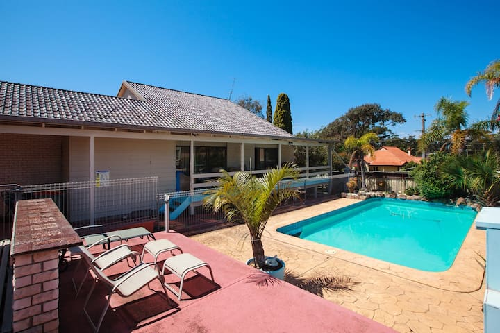 The Pool House - Mollymook - Talo