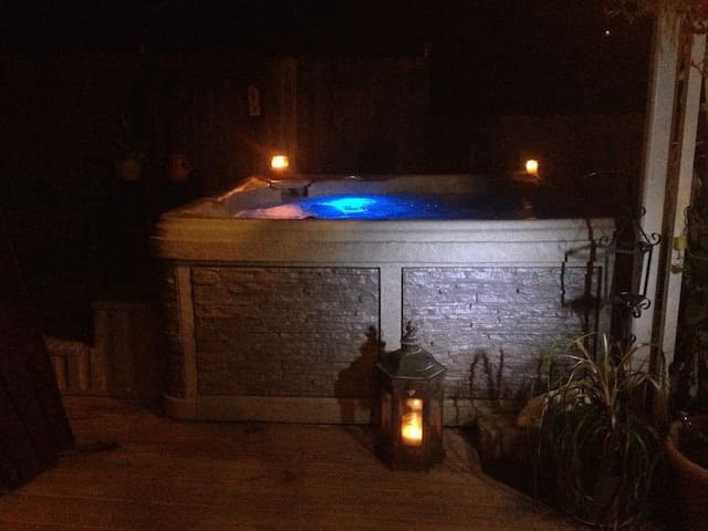 PRIVATE SPA, 85 DEGREE HEATED POOL/DECK OPEN NOW!! - Jim Thorpe - Hus