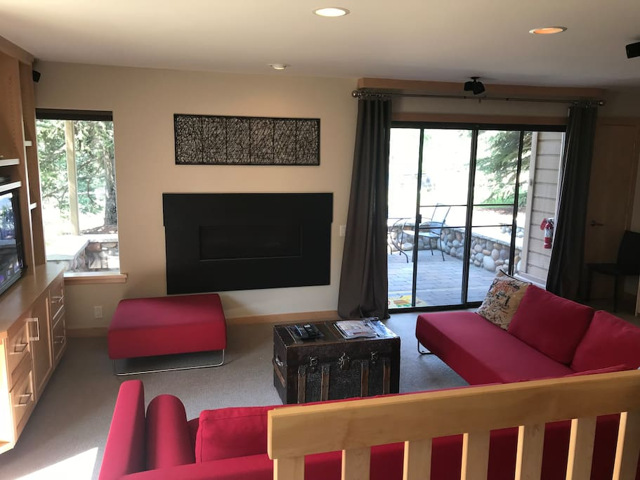 Living Area / Gas Fireplace
