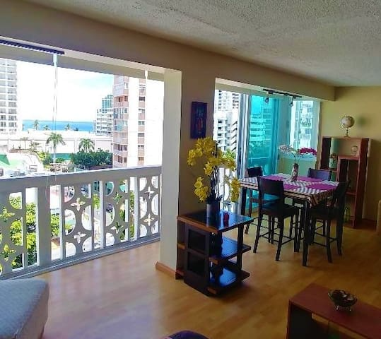 Beautiful studio by the beach w/parking. Condado!
