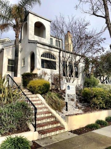Charming Mediterranean-style home near Downtown