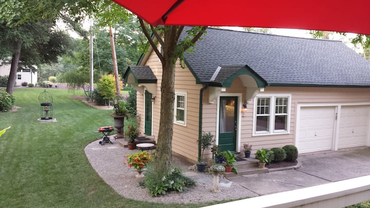 Private  Bucks County Cottage on Canal and River