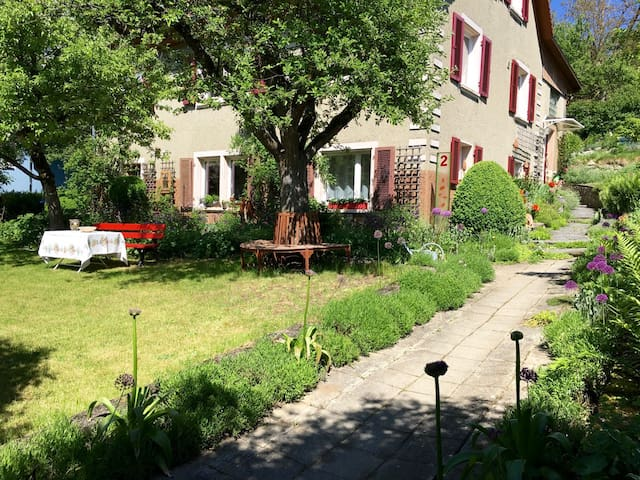May Fleuri-apt. near the old town/beautiful garden - Engen - Byt