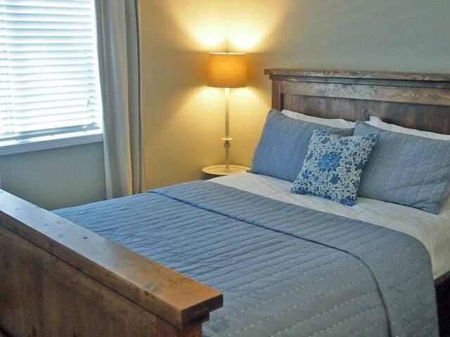 Bedroom 2 - queen bed + TV