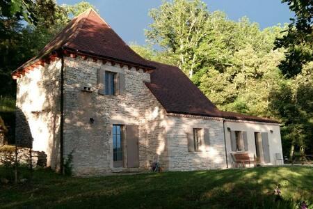 Maison vue sur la vallée de la Dordogne