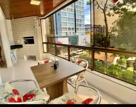 Ótimo apartamento no centro da Cidade, completo.