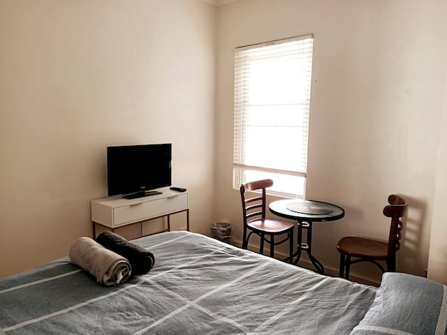 Fully furnished Double room at Potts Point Area