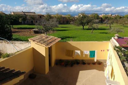 Habitación en pueblo tranquilo de Mallorca - Algaida - Casa