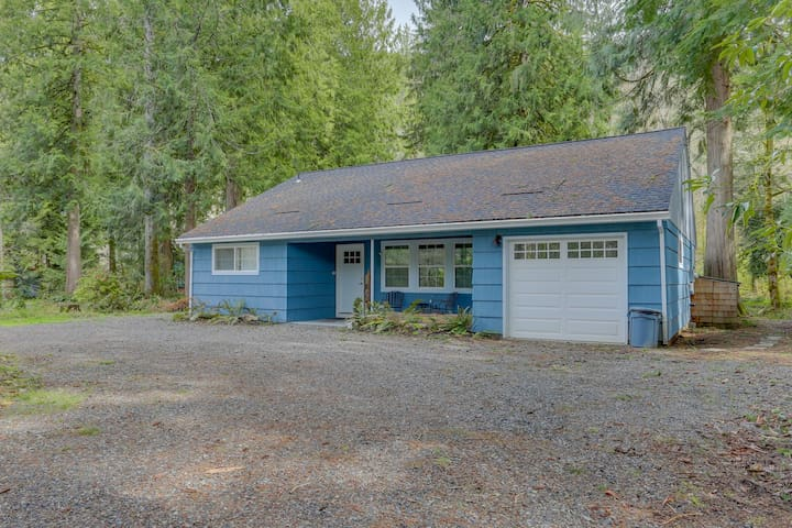 Adorable creekside home w/ updated amenities, deck, & gas grill!