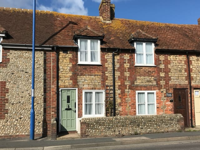 Buddles cottage, high street, selsey, west sussex.