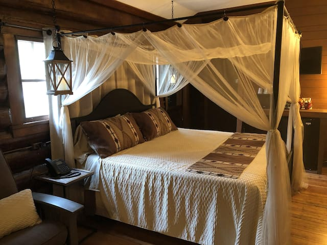 Deluxe Romantic Suite Cabin