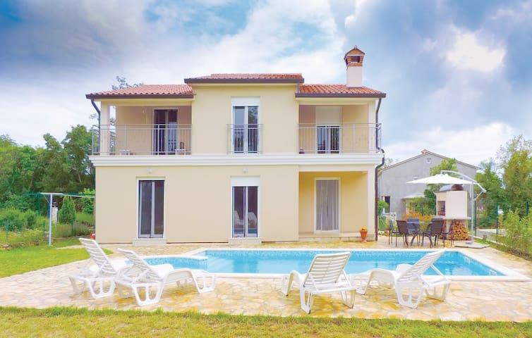 Villa Histria mit Pool - Ruhe & Entspannung